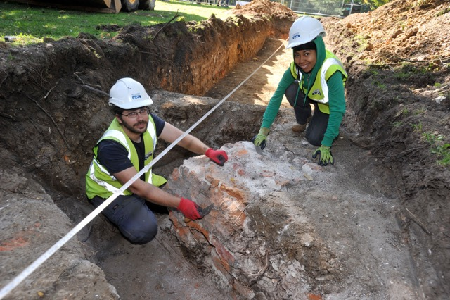 Archaeologists Steve White and Jody Bloom working on the south arm of the moat